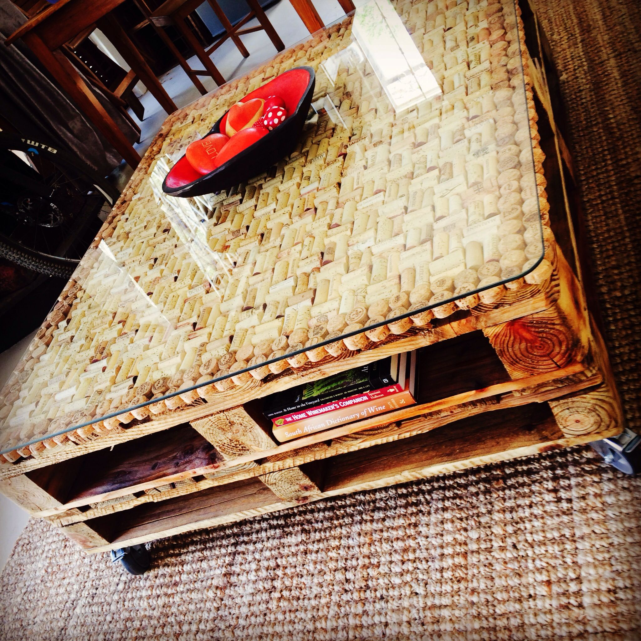 Wine Cork Table Design: Hand Made Wine Cork/pallet Coffee Table