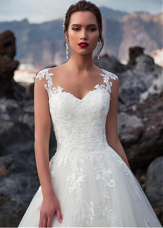 [243.60] Attraktiver Tüll V-Ausschnitt Natürliche Taille A-Linie Brautkleid Mit Spitzenapplikationen – Wedding