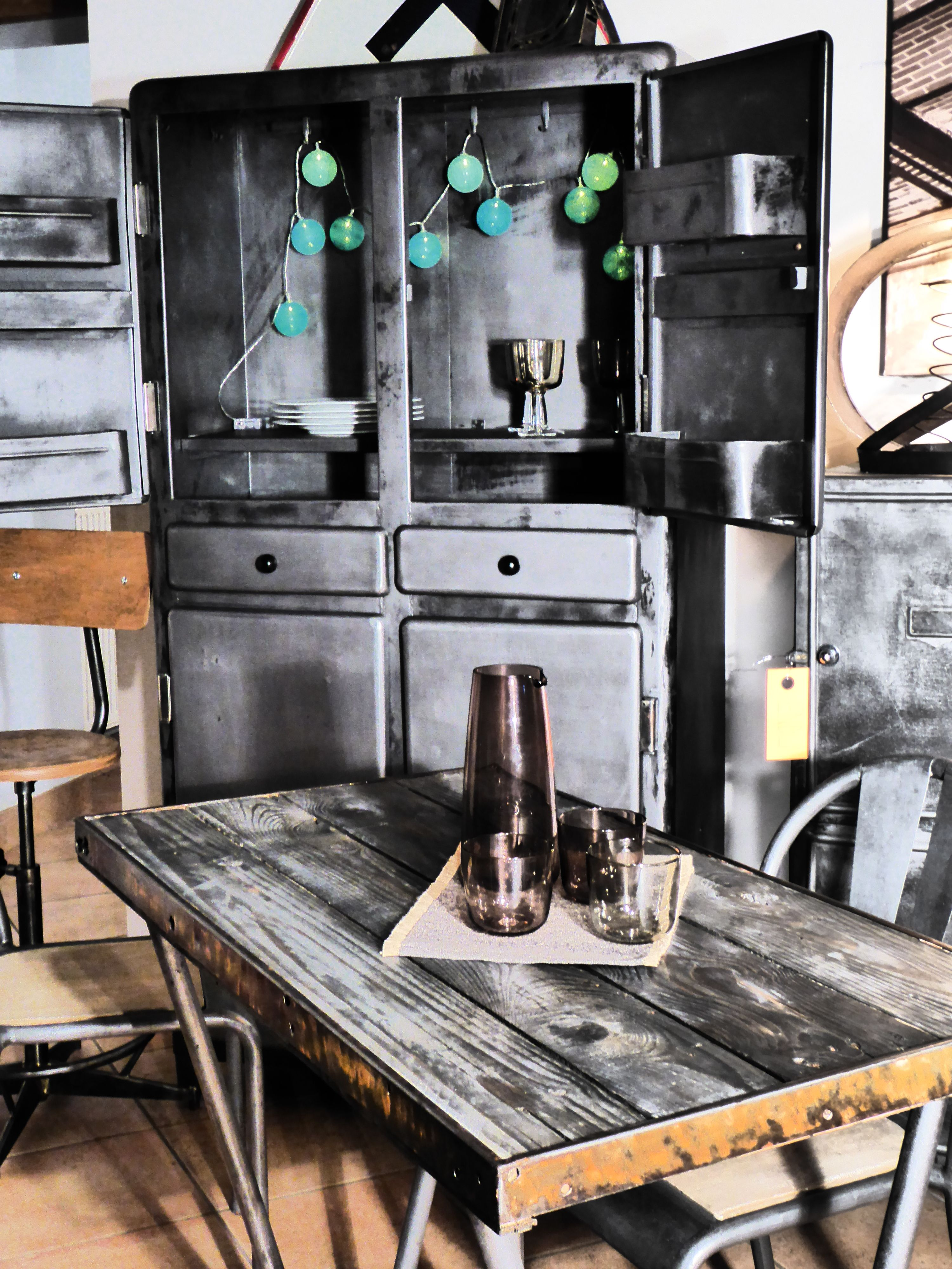 meuble m tal ann es 50 furniture vintage 50s industrial furniture vous. Black Bedroom Furniture Sets. Home Design Ideas