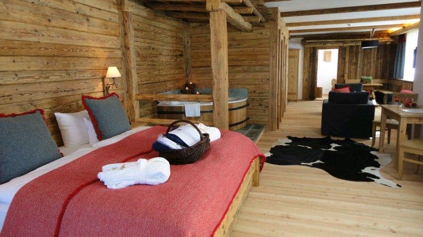 Rustikales Schlafzimmer mit Nostalgiebadewanne Rustic rooms - Schlafzimmer Rustikal Einrichten