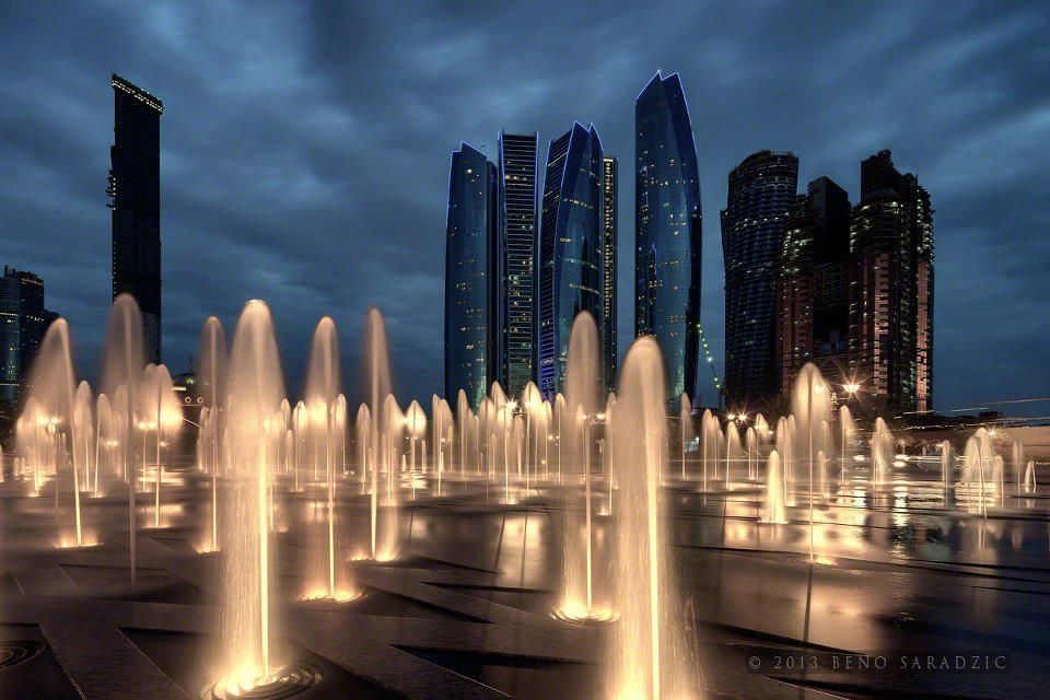 Etihad Towers in Abu Dhabi, rising above the fountains at the Emirates Palace Beno Saradzic ©