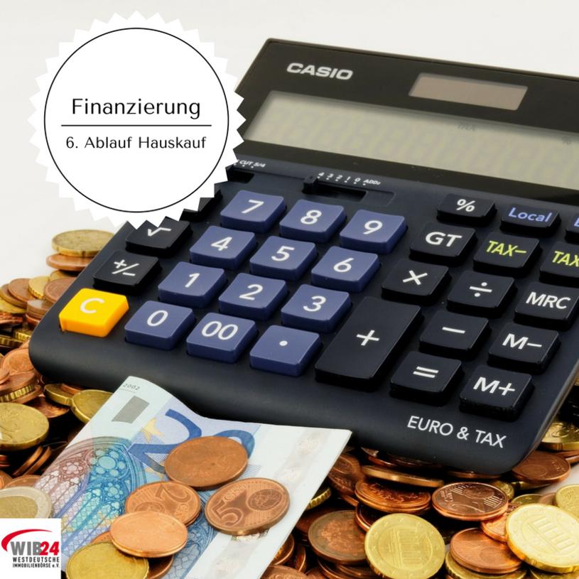 Sie interessieren sich für den Ablauf beim Hauskauf? Die WIB24 hat für Sie die 10 erforderlichen Schritte einfach zusammengefasst.    In Schritt 6 muss die Finanzierung abgesichert werden, hier unterstützt Sie die Bank.
