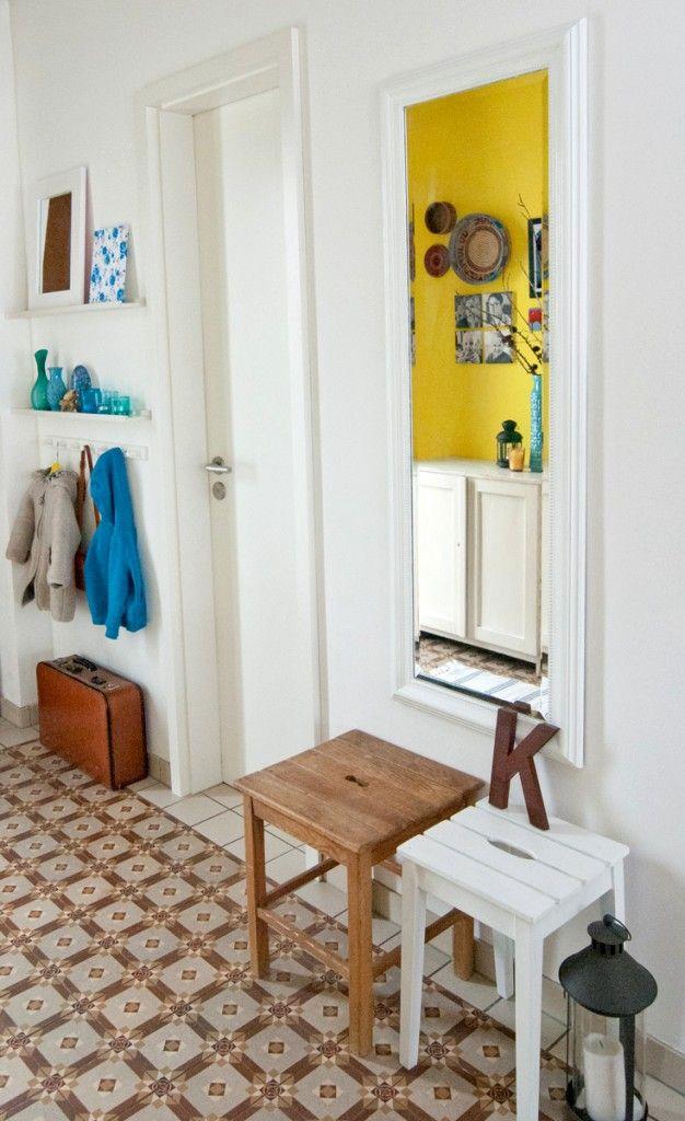 Spiegelrahmen in Wandfarbe ist cool! | neue Wohnung | Pinterest ...