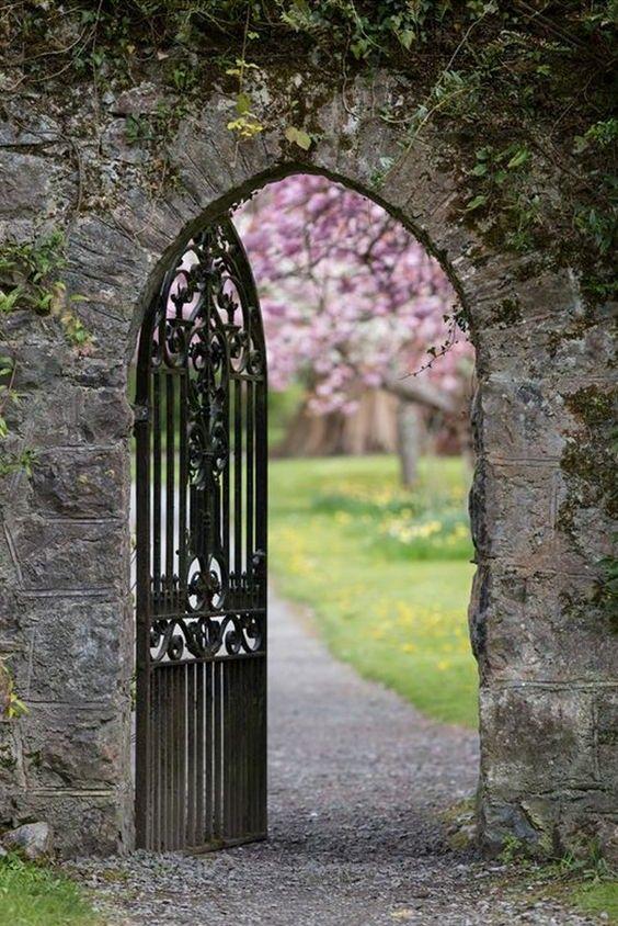 Must see castles of Doors Castle, Entrance gates