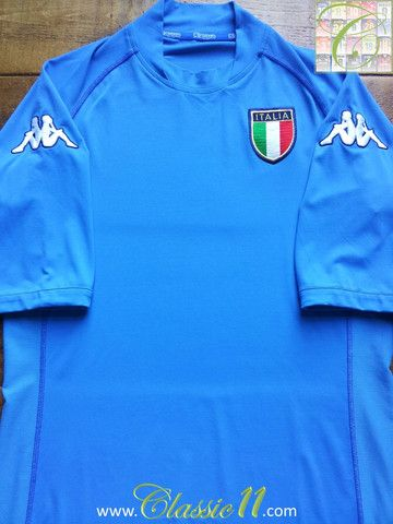 Relive Italy s 2002 2003 international season with this vintage Kappa home  football shirt. 7674973f0