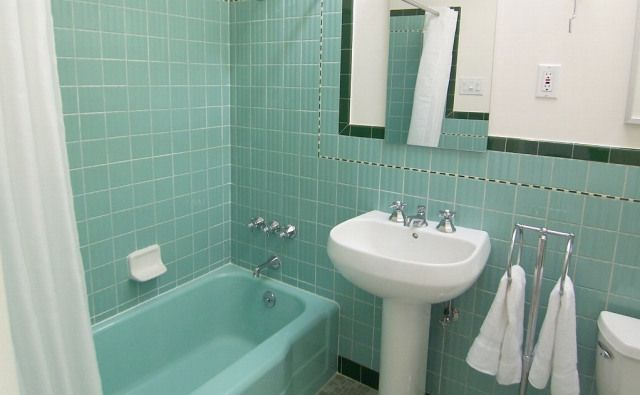 Sea Foam Blue Green Retro 1950 S Tiled Bathroom With Decorative Liner And Dark Green Border Retro Bathrooms Bathroom Tile Designs Green Tile Bathroom