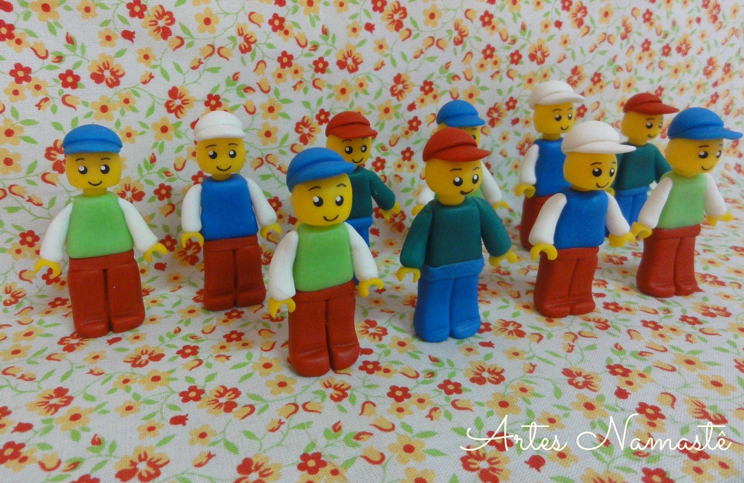Bonecos Lego modelados em biscuit