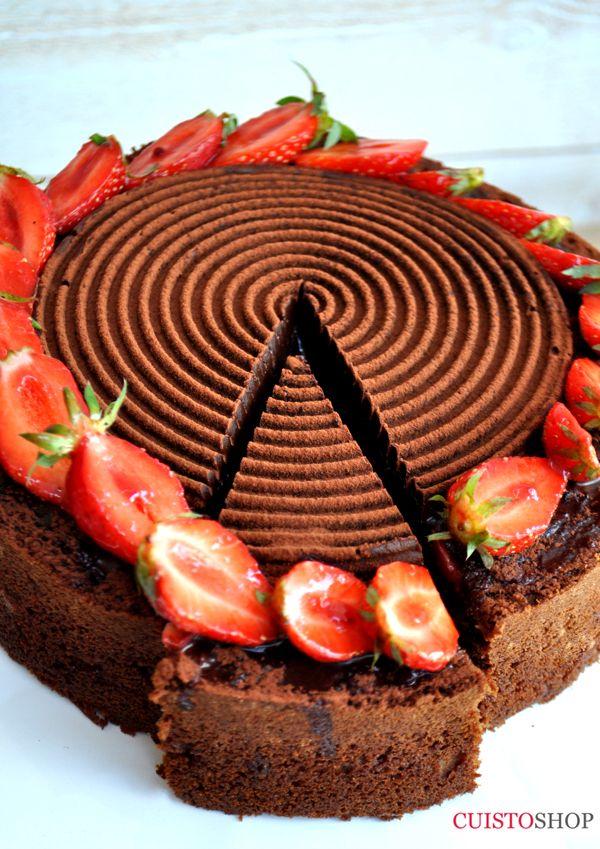 Voici La Recette Tres Facile Le Gateau Au Chocolat 3 Oeufs 180g De Sucre Un Yaourt 5cl D Huile 150 F Gateau Chocolat Gateau Fraise Chocolat Gateau Tourbillon