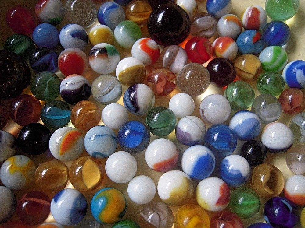 Variety Of 120 Glass Marbles 1 7 Lb Different Seizes And Colors Unbranded Glass Glass Marbles Marble Glass