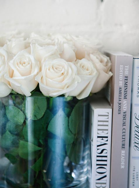 flowers everywhere. Flores y libros...