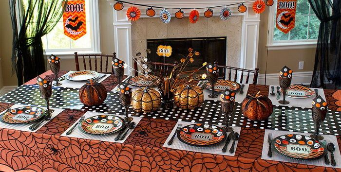Marvelous Dining Room Decoration for Halloween Celebration with Halloween Accessories and Spider Pattern Table Cloth