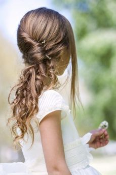 Coiffure Fillette Recherche Google Jolie Coiffure Coiffure Fillette Mariage Coiffure Mariage Enfant