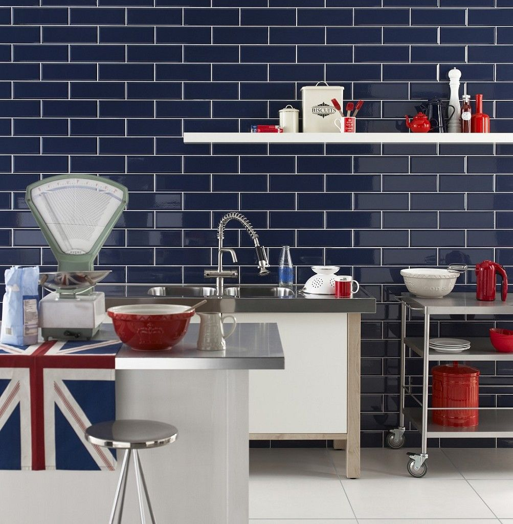 This dark blue glossy tile is part of our new Diamante range, a modern take on the much-loved design classic Metro tile.