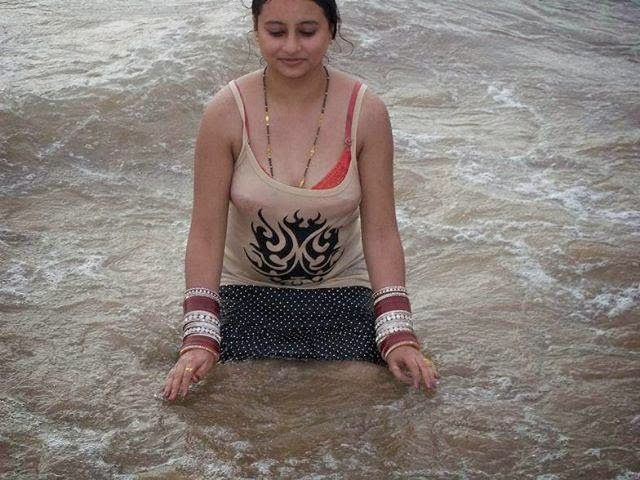 Beautiful Indian Desi Girls Bathing New 2015 Photos 4th