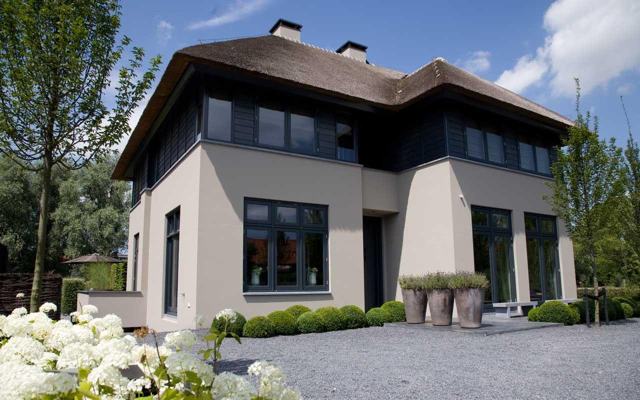 Grote Moderne Tuin : Grote moderne villa met moderne tuin Идеи для дома