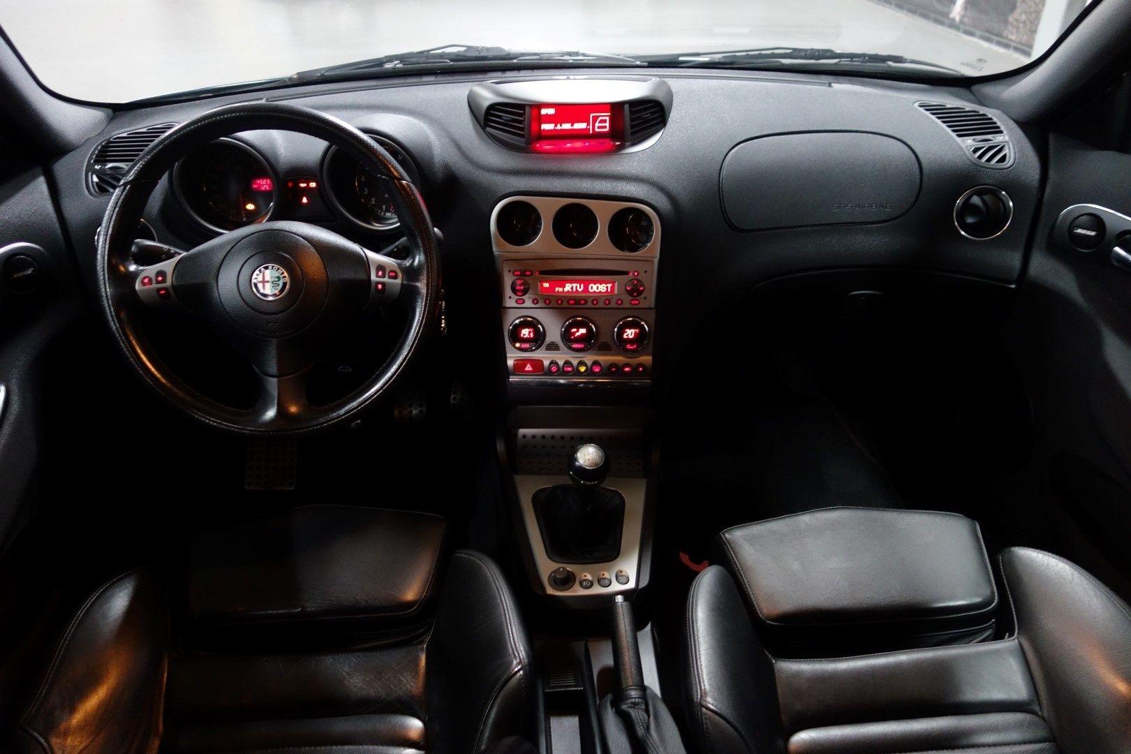 Alfa Romeo 156 GTA 3.2 V6 Sportwagon (2003) | Car Interiors | Pinterest