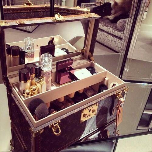 separation shoes 2b5b8 bdabe Louis Vuitton Train Case | Makeup | Louis vuitton luggage, Louis ...