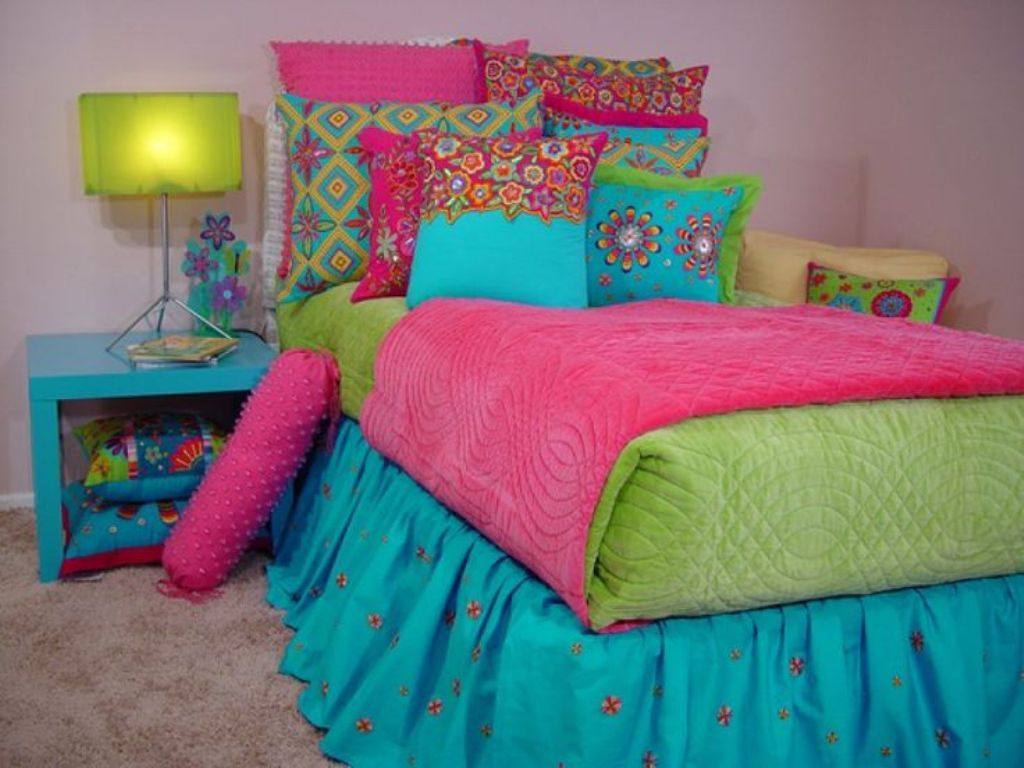 Ethnic Printed Toss Pillows With Elegant Green Table Lamps And Blue Ruffled  Bed Skirt For Colorful Eclectic Teenage Girl's Room Ideas How to Decorate a  ...