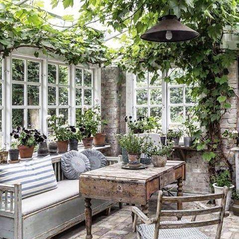 I butikken min er jeg glad i å blande gamle møbler, både ... on Bade Outdoor Living id=24506
