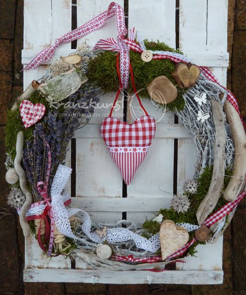 NATURKRANZ ♥Landhaus♥  40cm Rot Weiss mit Lavendel von ♥♥ kranzkunst ♥♥ auf DaWanda.com