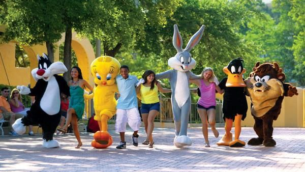 Wb Looney Tunes Gang At Six Flags Six Flags America Six Flags Theme Parks Rides