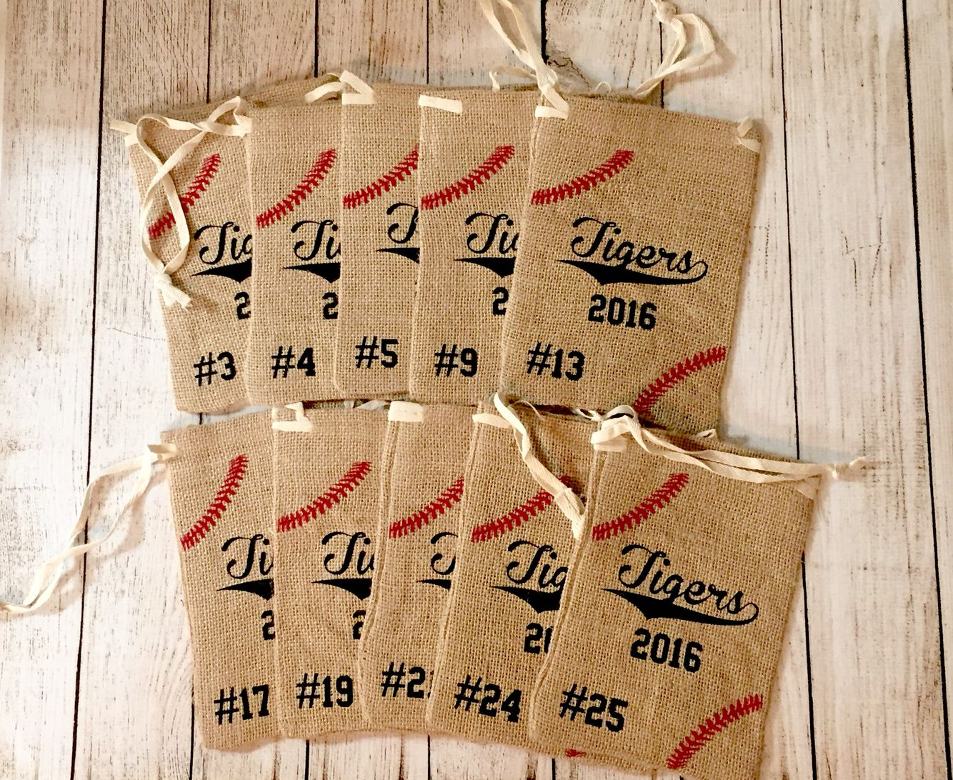 Team seed bags! Personalized. Yes! So doing this for our team. #baseballmom #baseballgifts https://www.etsy.com/listing/267243688/baseball-sunflower-seeds-bag?ref=featured_listings_row