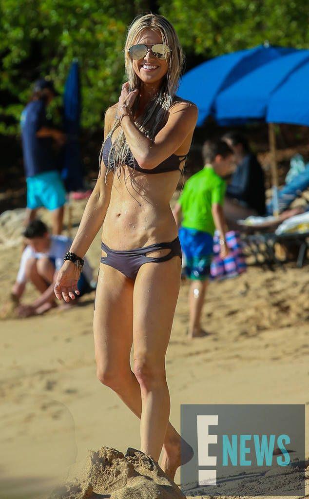 Hot Mama Alert Christina El Moussa Hops Into A Bikini For Tropical