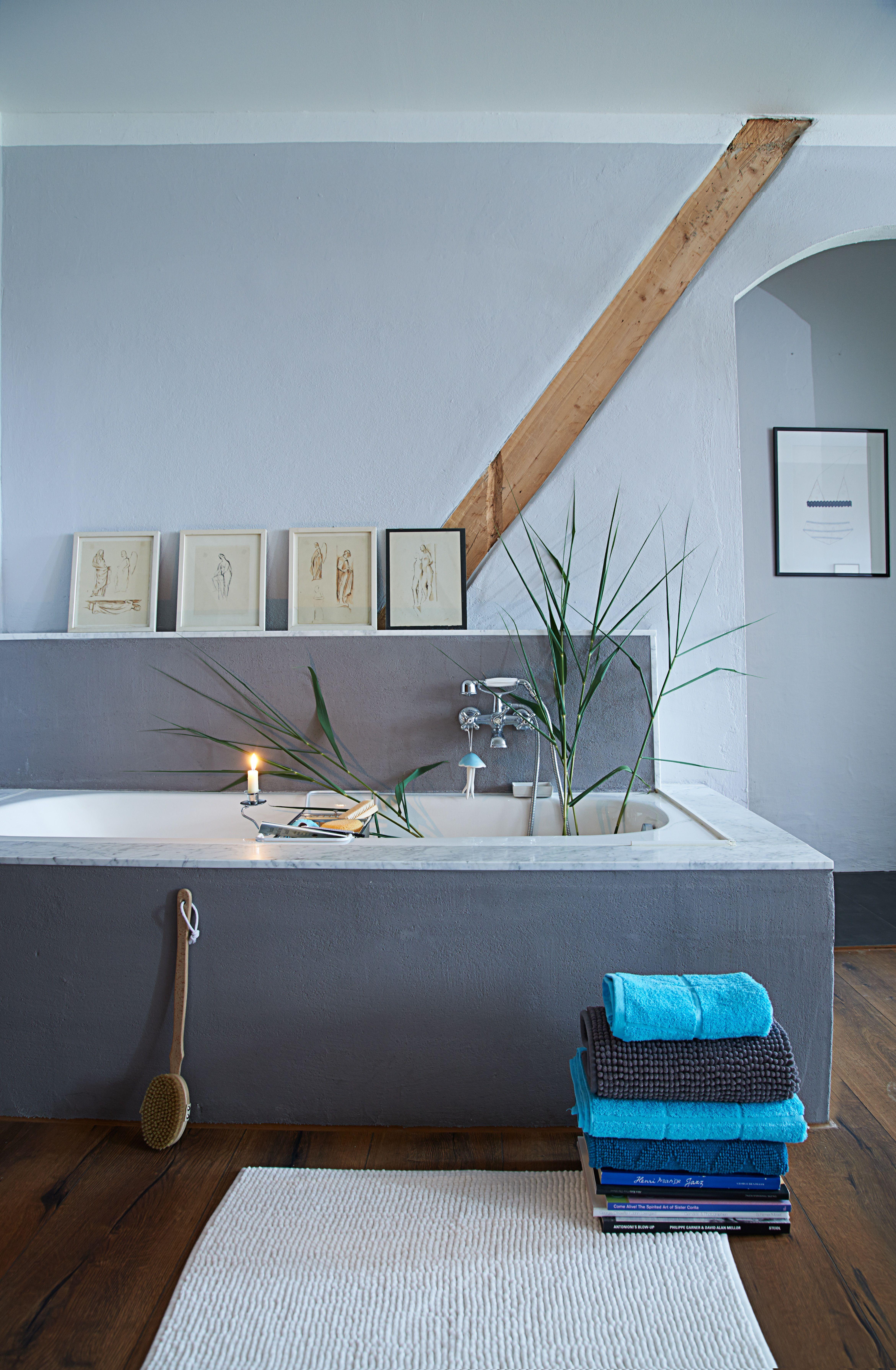 Badezimmer im Skandinavischen Stil geprägt von grauen Farben ...
