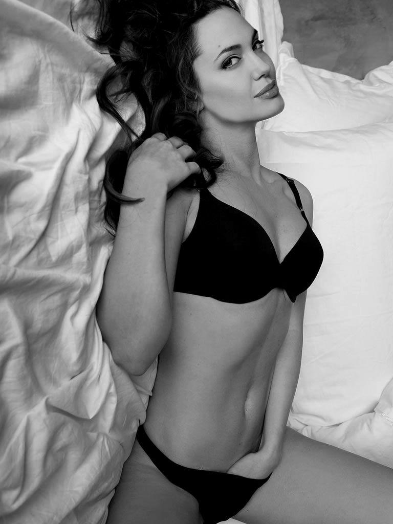Angelina Jolie Hot And Sexy Pics angelina jolie hot! | angelina jolie, women, girl body