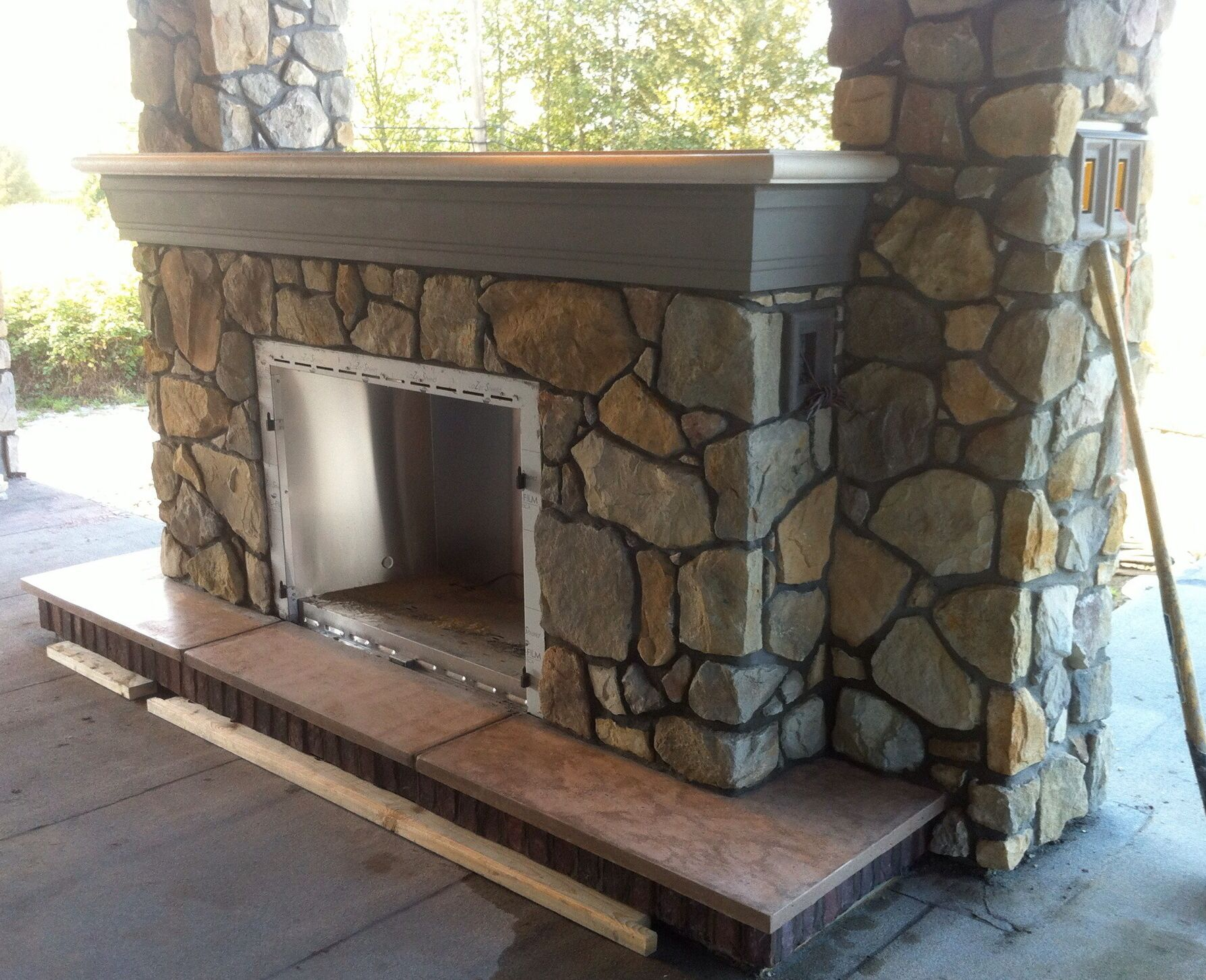 bella country rubble from eldorado stone with custom polished