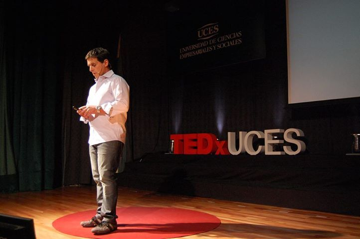 Fernando Carnota nos cuenta una dura historia de vida #TEDxUCES