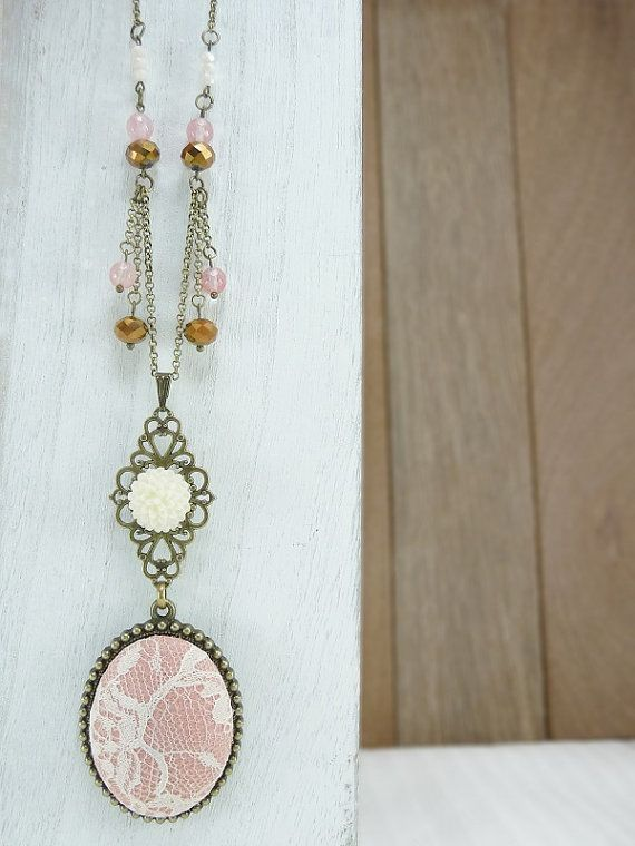 Off white lace and pink fabric pendant Vintage por TriccotraShop