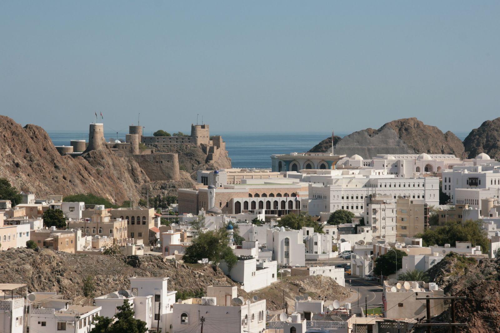Maszkat Http Tizi Hu Uticelok Kelet Oman Ebben Az Evszazados Gazdag Tortenelmu Es Kulturaju Orszag Sokfele Elmenyt Kinal A Turistaknak Osi Varosok Palotak