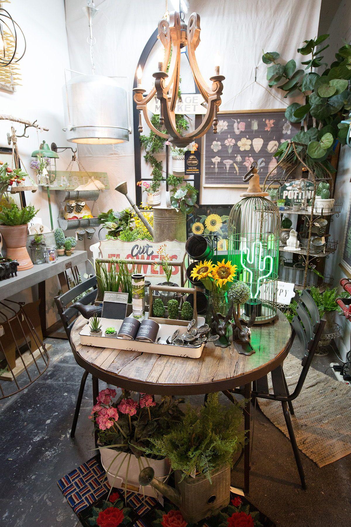 Vintage Meets Modern Botanical At City Home In Portland, Oregon