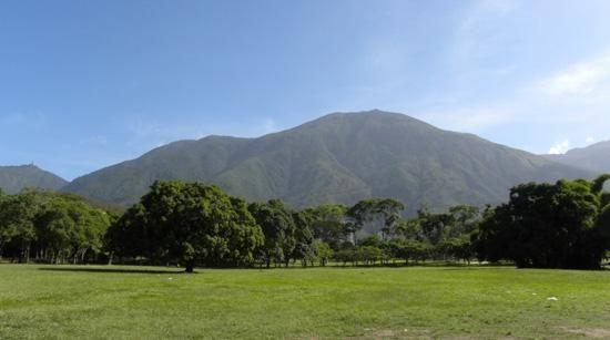 El Avila o Waraira Repano desde el Parque Generalísimo Francisco de Miranda en Caracas.