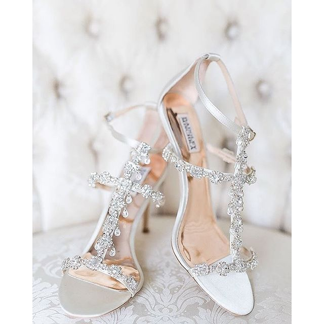 Getting off on the right foot this #ShoesdayTuesdaymorning with @badgleymischka!Pic: @amalieorrangephotography
