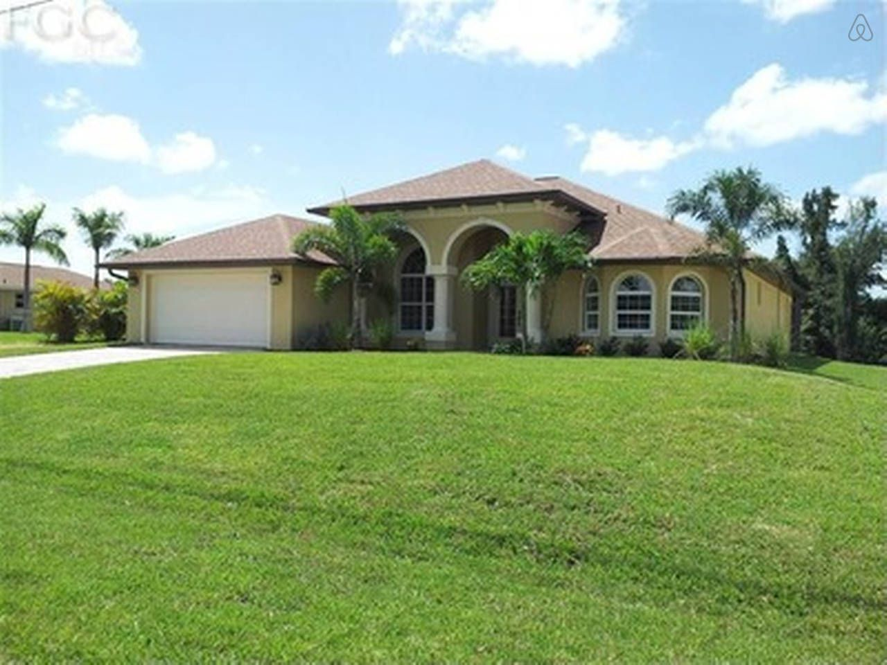 South Facing Canal Front Pool Home In Cape Coral Condos In Florida Florida Vacation Rentals Vacation Home