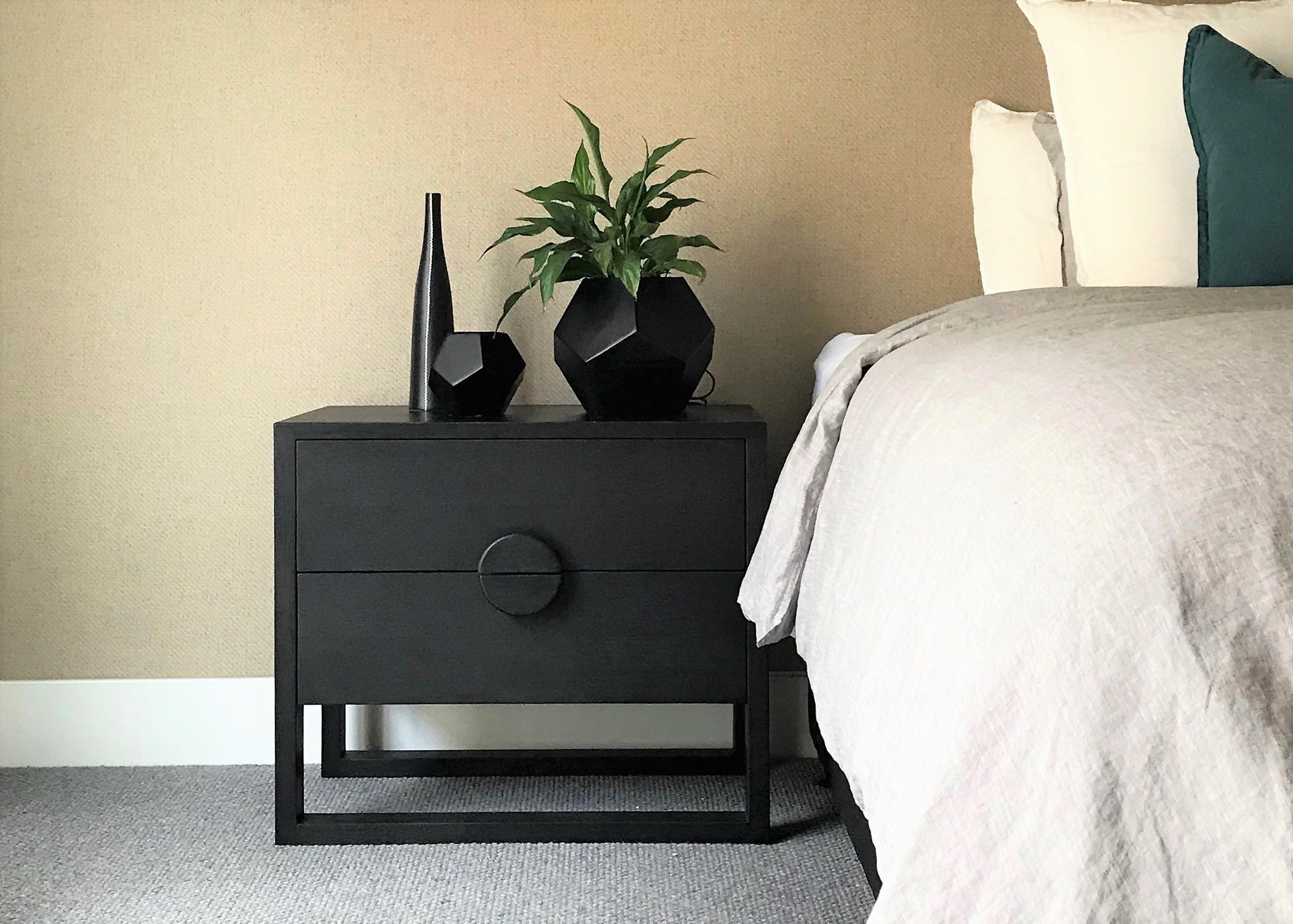 GBT365 Solaris Bedside Table with round handle (With