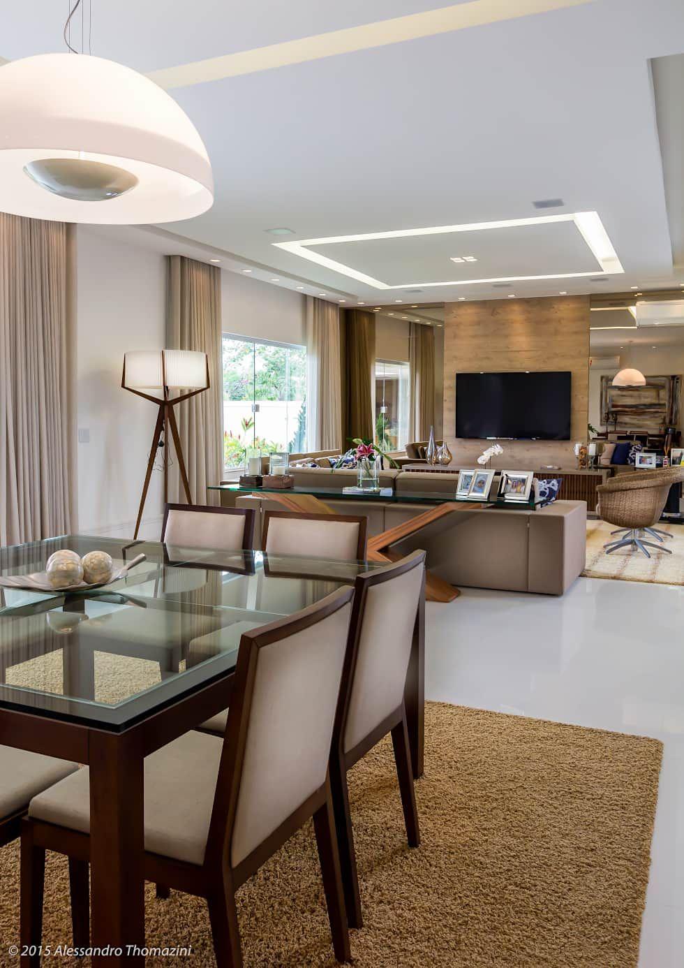 Fotos de comedores de estilo moderno en beige de adriana for Interiores de comedores