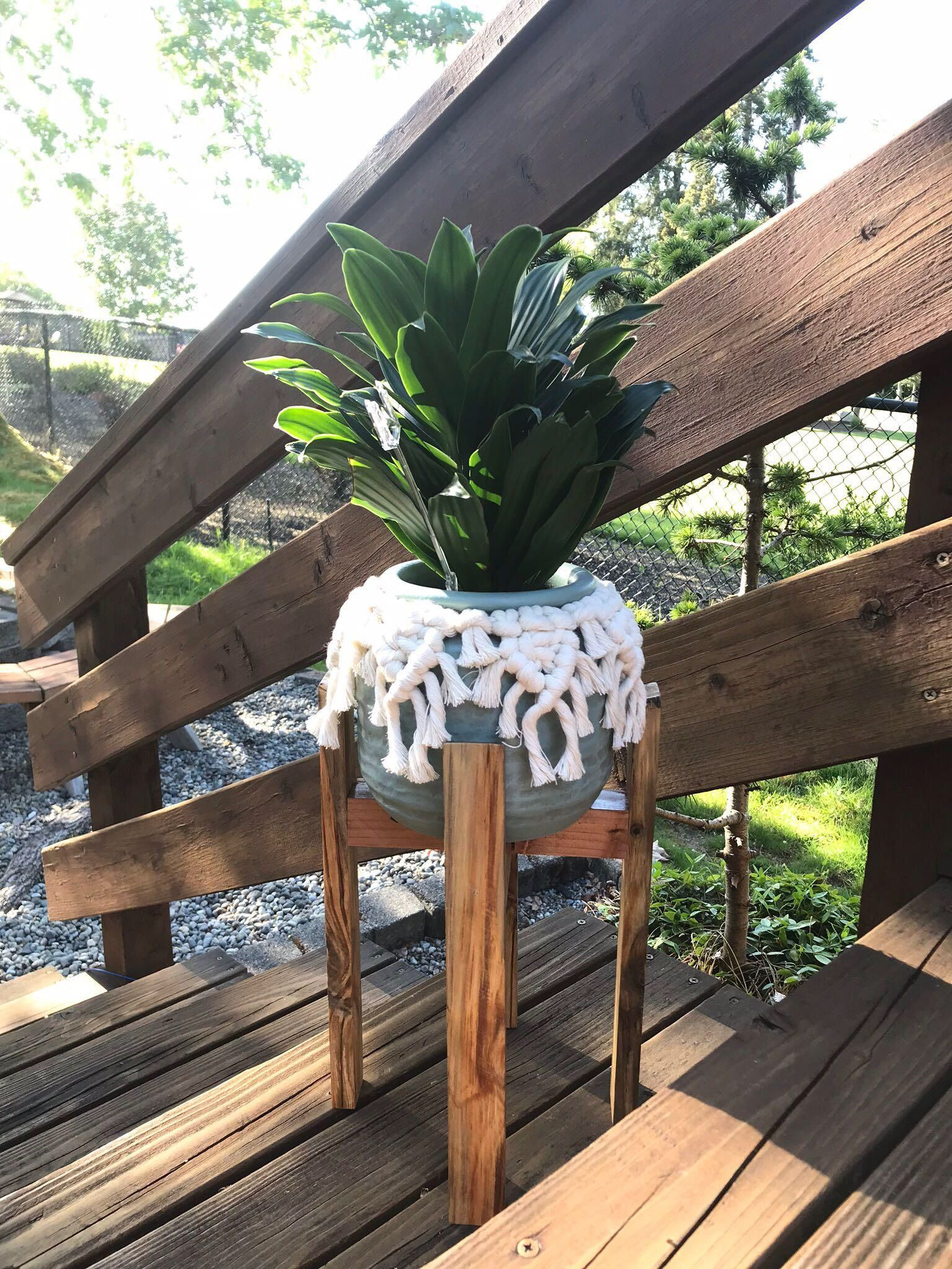 Simple Plant Stand Made From Reclaimed Wood With Pot And A Touch Of Macrame Around The Rim To Give It Boho Chic Look Midcenturyplantstand