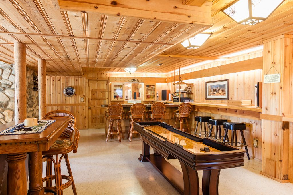 Who wouldn\'t love a rec room / bar like this? | Special Spaces ...