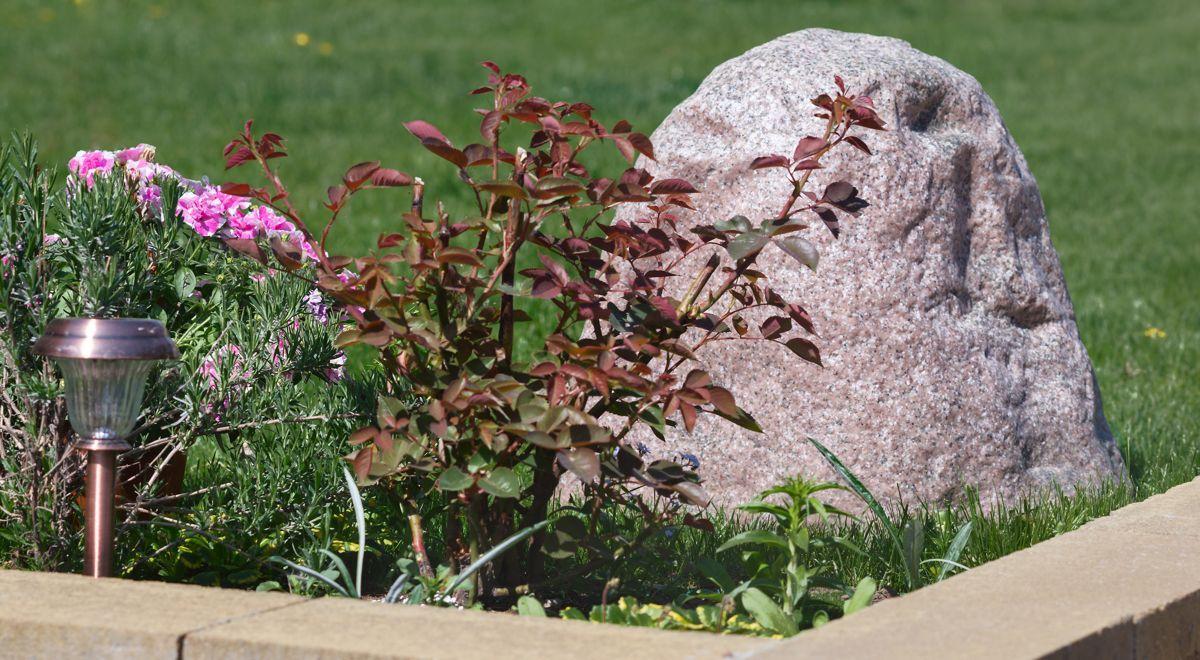 Imitation Of Large Boulder For Garden Design And Landscape Decoration Idea