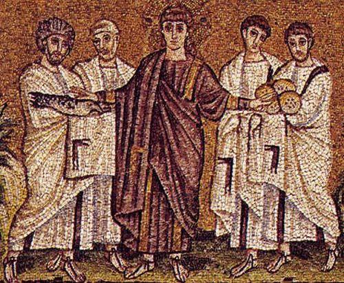 Dettaglio del mosaico sulla moltiplicazione dei pani e dei pesci della basilica di Sant'Apollinare Nuovo (vedi Pin correlato).