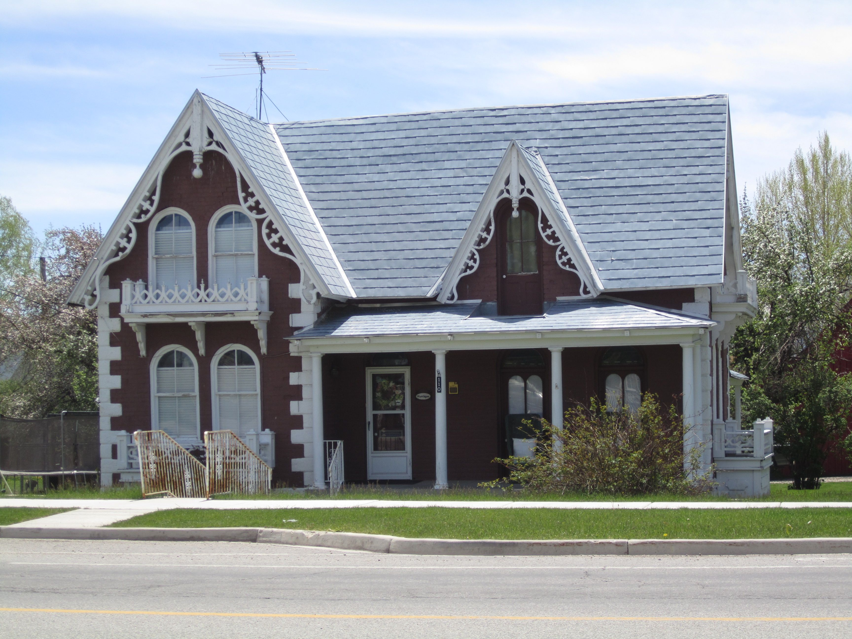 Midway Utah Historic Homes Google Search This Is A Rare Example Of An American Picturesque Style Home Historic Homes Pretty House Victorian Homes