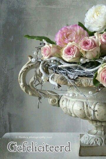 gefeliciteerd shabby chic floral decor garden urns rh pinterest com