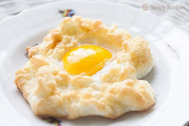 Cloud Eggs (Egg Nests) #cloudeggs Egg nest! Also called an egg on a cloud. Egg whites are first whipped into a meringue, baked, and then baked a little longer with the egg yold nestled in the middle. Yum! #cloudeggs Cloud Eggs (Egg Nests) #cloudeggs Egg nest! Also called an egg on a cloud. Egg whites are first whipped into a meringue, baked, and then baked a little longer with the egg yold nestled in the middle. Yum! #cloudeggs