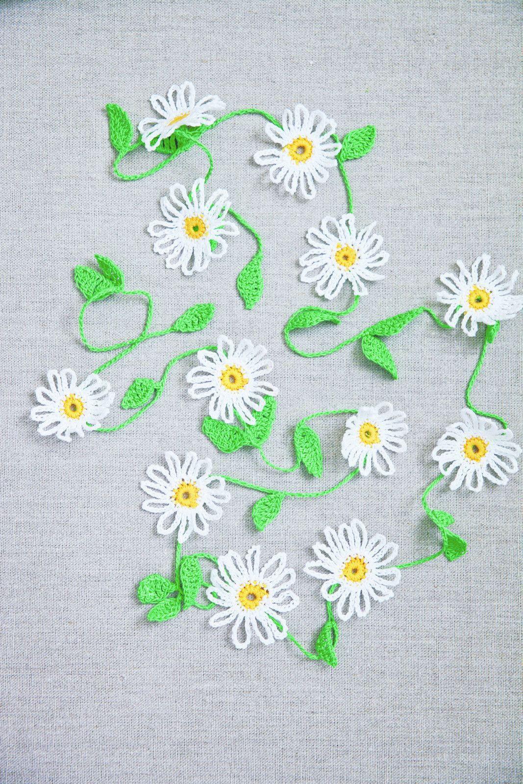 Daisy chain daisy chain crochet hooks and buntings crochet a daisy chain free tutorial with pictures on how to make a bunting izmirmasajfo