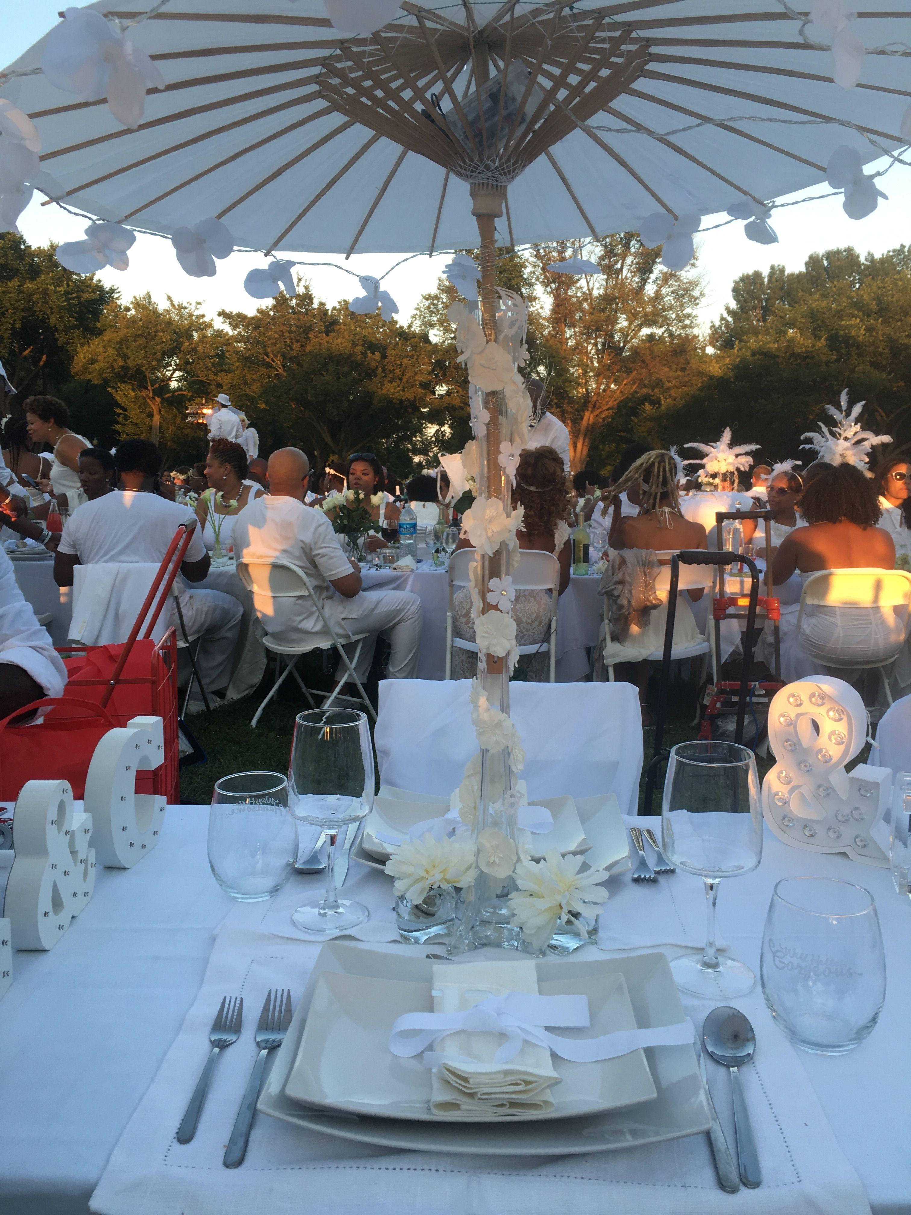 Diner en Blanc Table setting En blanc Pinterest
