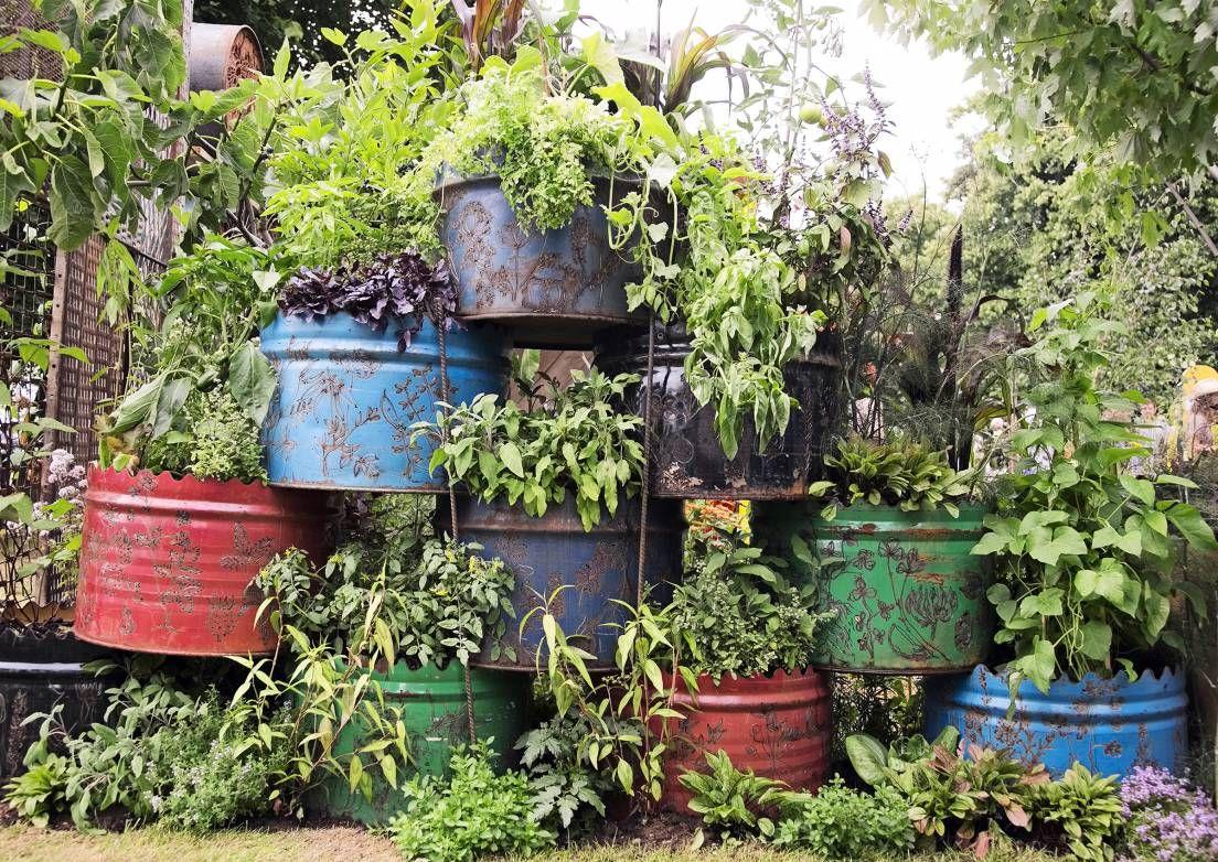 Sisusta puutarha persoonallisesti kierrätystavaroilla | Meillä kotona