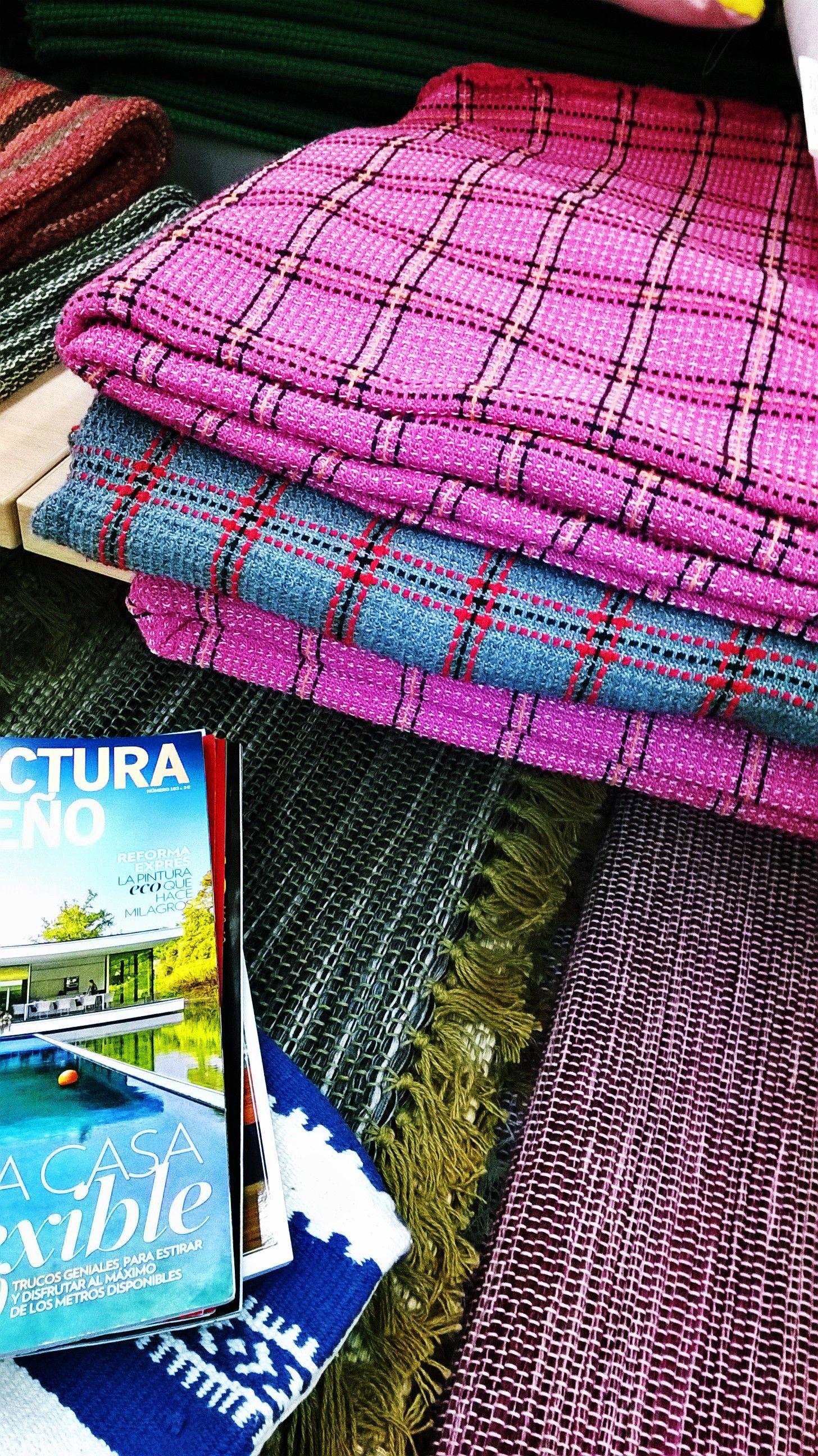 Rugs, blankets, pillows,... just can't get enough!  Tapetes, mantas, almofadas... nunca são demais!